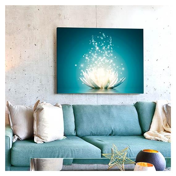 Wandbild mit Lotus Blumen Motive über Sofa im Wohnzimmer von Artland im Onlineshop Artgalerie Bildershop