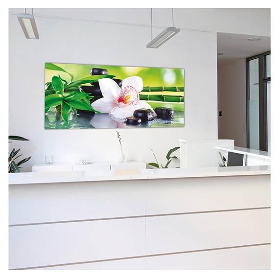 Wandbild mit Orchideen Motiv über Theke in einer Praxis von Artland im Onlineshop Artgalerie Bildershop