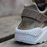 Preview 7 Nike Damen Sneaker Air Huarache Run PRM TXT Khaki/Mtlc Field-Summt White