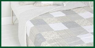 Eleganter Quilt Tagesdecke Patchwork hellgrau oliv – Bild 2