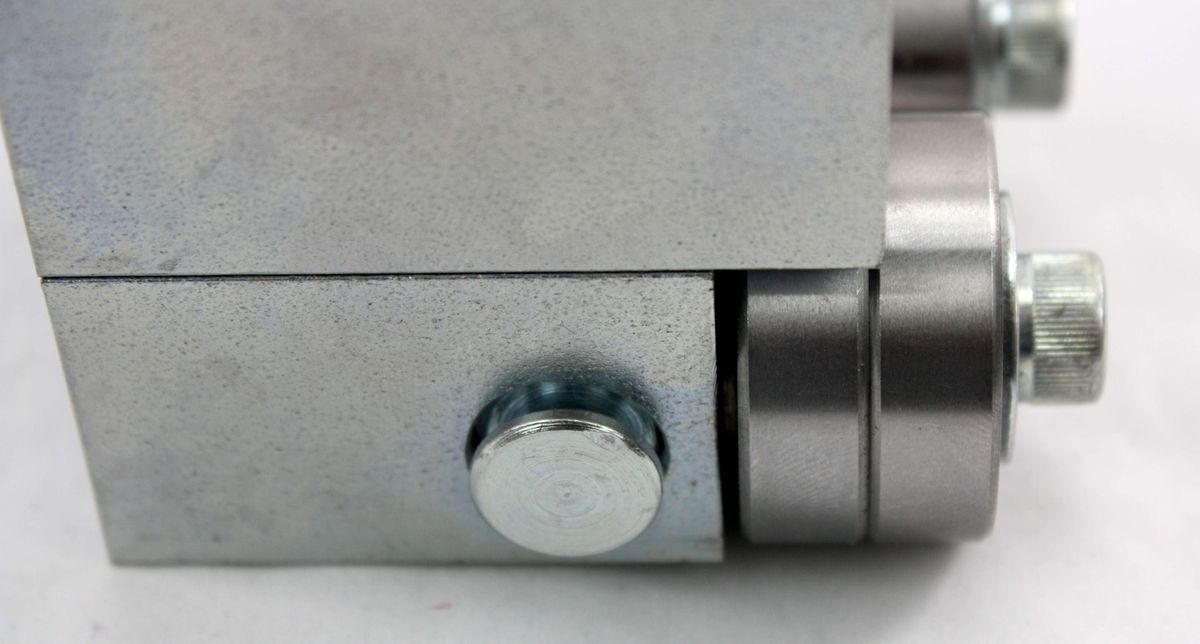 Ersatzteil Set / Baugruppe für Bandsägemaschinen, Universalführung, mittel 5 x 5 x 5 cm, vormontiert, zerlegbar, hochwertig, für viele Modelle passend, universell anbaubar durch 2 Montagemöglichkeiten, benötigt zur Sägebandführung – Bild 8
