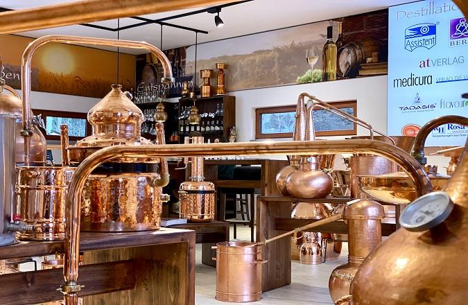 Les alambics s'achètent chez Destillatio et nulle part ailleurs!