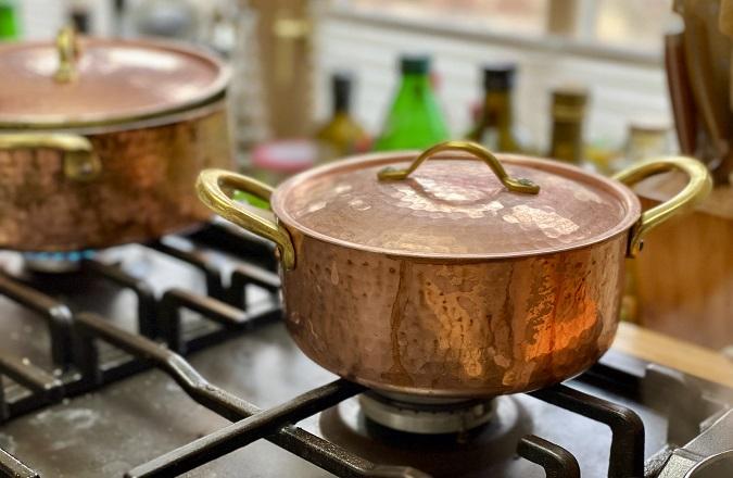 Kupfer bietet was Köche lieben.