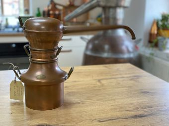 """Gebraucht: """"Moyen Age """" 1 Liter Destille ohne Kühler"""