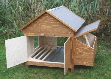 Hühnerstall mit Anbau und Sitzstangen  – Bild 1