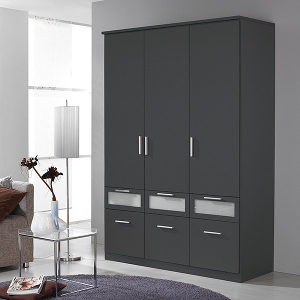 kleiderschrank ryan grau 3 t ren b 136 cm kleiderschr nke. Black Bedroom Furniture Sets. Home Design Ideas