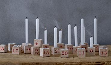 24 Weihnachtskerzenhalter Weihnachtskerzen Kerzenständer CANDLESTICKS Nature 24er Set Bloomingville – Bild 1