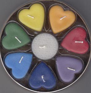 Chakra Herz-Kerzen - Teelichte in Herzform 7 Stück + ein weißes Teelicht