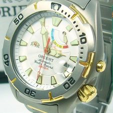 orient-m-force-automatic-200m-diver-power-reserve-titanium-2ex6wo-white-bicol