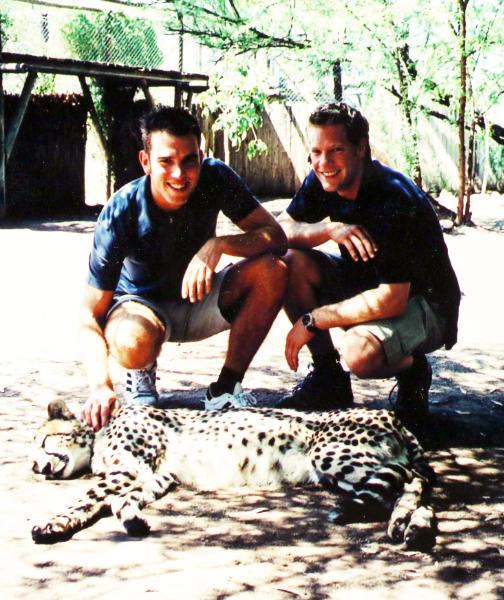 DRAKENSBERG Unsere Story Daniel und Christoph in Süd Afrika mit einem Geparden