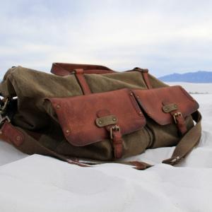 Sehr Grosse XXL Reisetasche und Weekender aus Canvas, Oliv-Grün, mit Leder-Applikationen im Vintage-Retro-Design, Hauptansicht