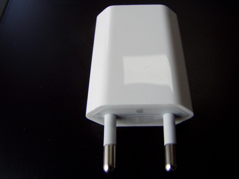 Original Apple 5W USB charger MD813ZM (A1400)