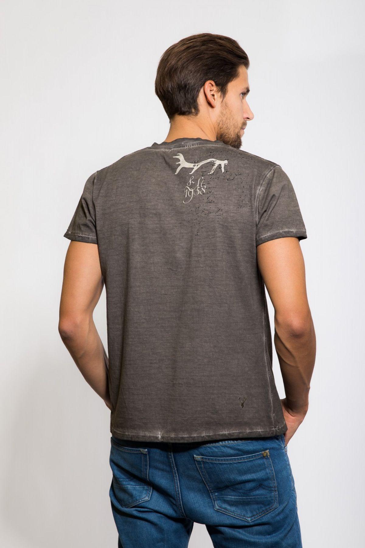 Krüger - Herren Trachten T-Shirt, mit Hirsch- und Wappenprint aus 100% Baumwolle in Braun, Hirschsprung (Artikelnummer: 93210-7) – Bild 2